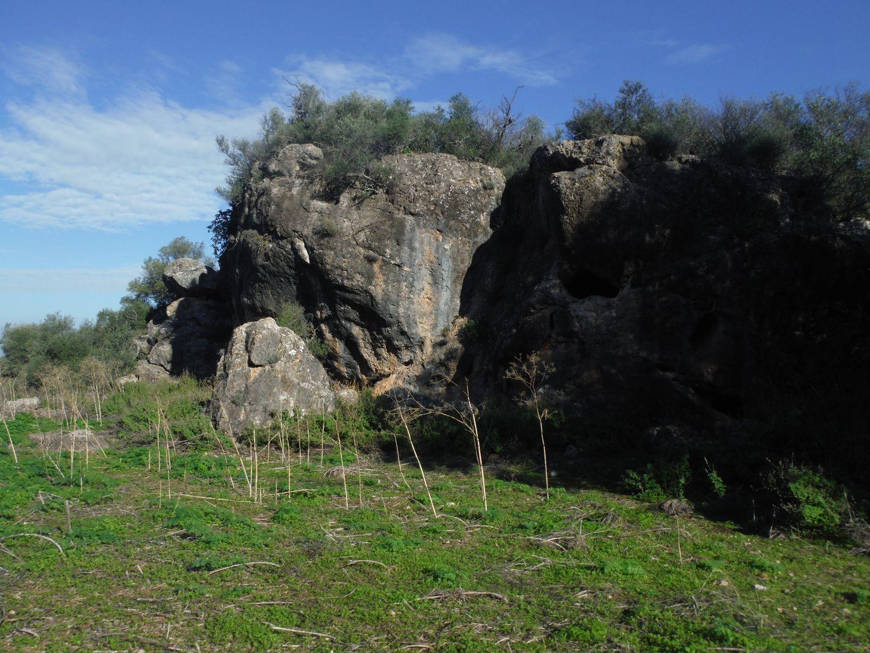 Zona más alta del Cerro Acebuchoso, donde se ubican dos de las cavidades
