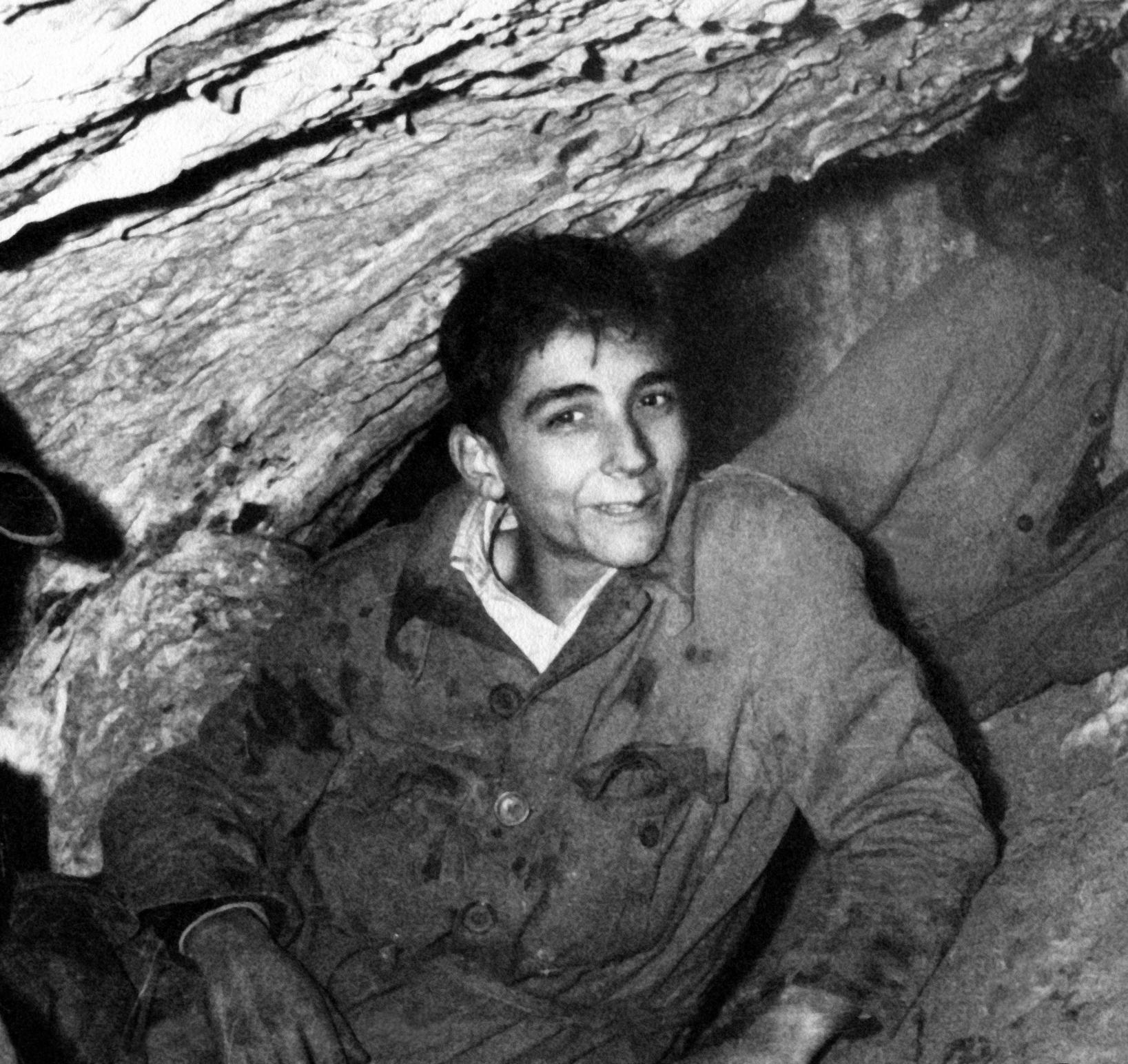 Antonio Mediavilla (GEJAM) en la Cueva de Los Murciélagos de Zuheros, en 1962