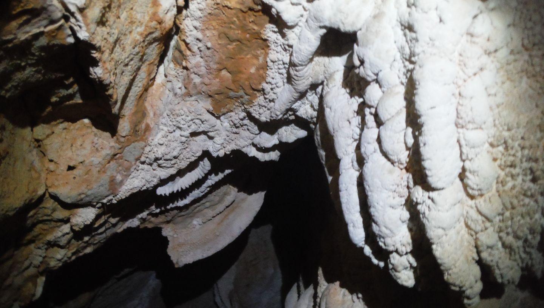 La Cueva del Dinero (La Camorrilla) y las cavidades del Barranco de Las Lanchas (La Tiñosa)