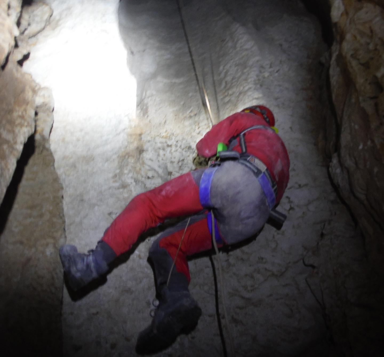 Explorada una sima inédita en Sierra Morena: Sima Zahira