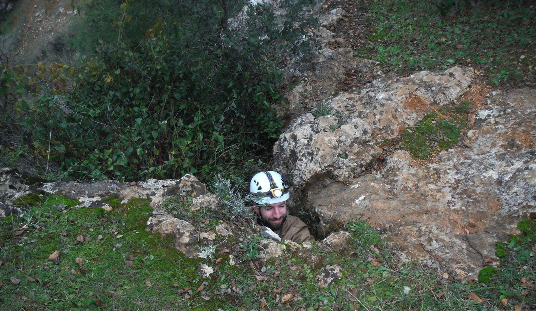Espeleólogo del G40 saliendo de Cueva Victoria