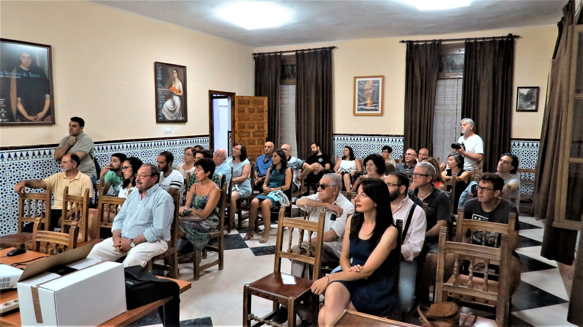 """Presentación del libro """"Ruta de las Cuevas de Zuheros"""" del G40"""